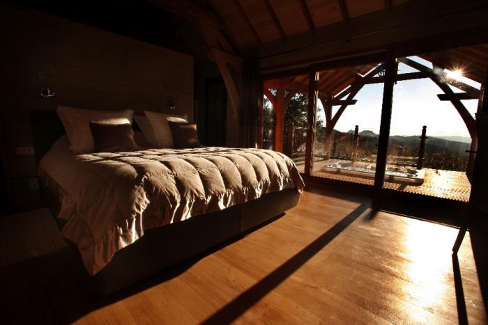 la cabane dans les arbres la cabane dans les arbres en c vennes. Black Bedroom Furniture Sets. Home Design Ideas