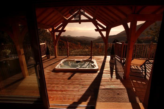 la cabane dans les arbres spa et sauna la cabane dans. Black Bedroom Furniture Sets. Home Design Ideas