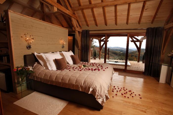 la cabane dans les arbres int rieur la cabane dans les arbres en c vennes. Black Bedroom Furniture Sets. Home Design Ideas